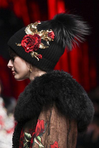 Вышивка на зимней шапке